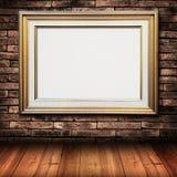 Gouden frame op bakstenen muur Stock Afbeelding