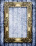 Gouden frame op grungeachtergrond Royalty-vrije Stock Foto