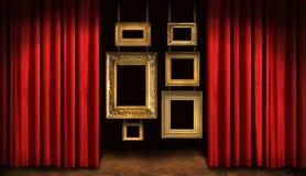 Gouden frames met rood gordijn Royalty-vrije Stock Afbeeldingen