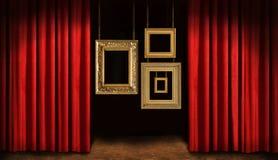 Gouden frames met rood gordijn Stock Afbeelding