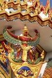 Gouden garuda op het dak in wat Thai Royalty-vrije Stock Afbeeldingen