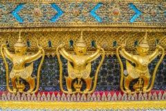 Gouden Garuda van Wat Phra Kaew in Bangkok, Thailand Stock Foto's