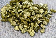 Gouden goudklompjes Stock Afbeeldingen