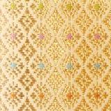 Gouden guipure, borduurwerk op doektextuur royalty-vrije stock fotografie