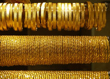 Gouden Halsbanden en armbanden Stock Foto