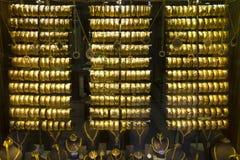 Gouden Halsbanden en Armbanden Stock Afbeelding