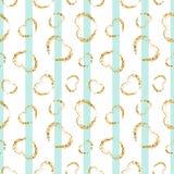 Gouden hart naadloos patroon Blauw-witte geometrische strepen, gouden grunge confetti-harten Symbool van liefde, Valentine-dag royalty-vrije illustratie