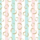 Gouden hart naadloos patroon Roze-blauw-witte geometrische strepen, gouden grunge confetti-harten r royalty-vrije illustratie