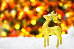 Gouden herten in sneeuw Royalty-vrije Stock Afbeeldingen