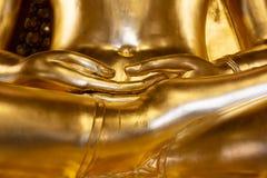 Gouden is het standbeeld van Boedha in Meditate van de tempelagent van Thailand van Boedha stock foto's