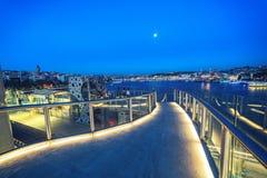 Gouden Hoornmetro brug in avondtijd met de mening van historisch deel Royalty-vrije Stock Afbeeldingen