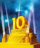 Gouden 10 jaar verjaardags tegen melkweg Royalty-vrije Stock Foto