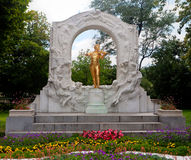 Gouden Johann Strauss-standbeeld Wenen stock afbeeldingen