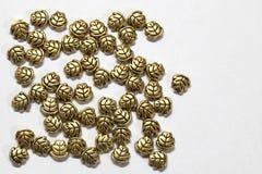 Gouden juwelenbladeren, het morsen Royalty-vrije Stock Afbeelding