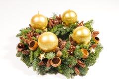 Gouden kaarsen op kroon Royalty-vrije Stock Afbeeldingen