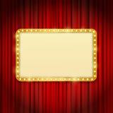 Gouden kader met gloeilampen op rode gordijnen stock illustratie