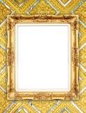 Gouden kader op de Thaise muur van stijlboedha Stock Foto