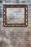 Gouden kader op muur Royalty-vrije Stock Foto's