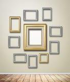 Gouden Kaderdecor op behang met lichte gloed stock foto