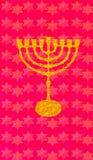 Gouden kandelaar op rode achtergrond Verticaal formaat voor Slimme telefoon Stock Fotografie