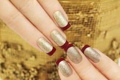 Gouden kastanjebruine Franse manicure royalty-vrije stock foto's