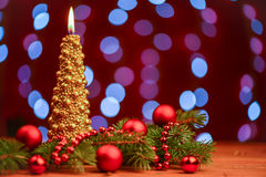 Gouden Kerstboomkaars met ballen Royalty-vrije Stock Afbeelding