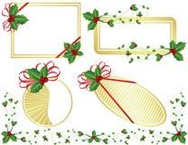 Gouden Kerstkaarten met hulst, die op whi wordt geïsoleerde Stock Foto
