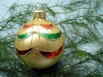 Gouden Kerstmisbal Royalty-vrije Stock Afbeelding