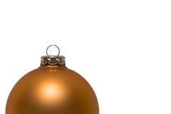 Gouden Kerstmisbal half op witte achtergrond Stock Afbeeldingen
