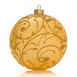 Gouden Kerstmisbal op wit Stock Fotografie