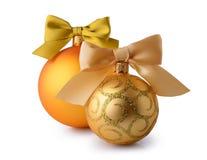 Gouden Kerstmisballen met de bogen van het zijdelint Royalty-vrije Stock Afbeelding