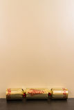 Gouden Kerstmiscracker met lege hierboven ruimte Stock Foto