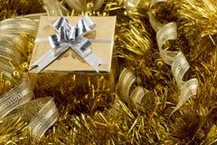 Gouden Kerstmisdoos Royalty-vrije Stock Afbeelding