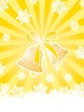 Gouden Kerstmiskaart met klokken en sneeuwvlokken Royalty-vrije Stock Fotografie