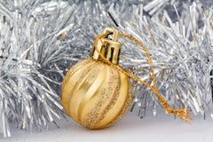 Gouden Kerstmisstuk speelgoed Stock Fotografie