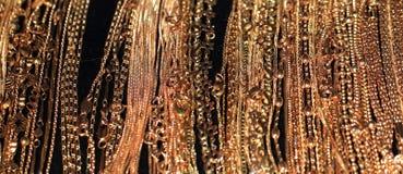 Gouden kettingen royalty-vrije stock afbeeldingen
