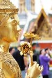 Gouden Kinnaree, Thaise tempelbuitenkant royalty-vrije stock fotografie