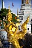 Gouden kinnon (kinnaree) standbeeld Stock Foto