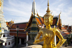 Gouden kinnon (kinnaree) standbeeld Stock Afbeeldingen