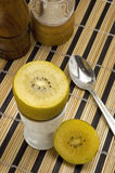 Gouden Kiwi voor breakfast3 Royalty-vrije Stock Afbeelding