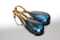 Gouden klemmen met Swarovski-kristal stock foto's
