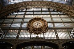 Gouden klok van het museum D ` Orsay Royalty-vrije Stock Afbeeldingen