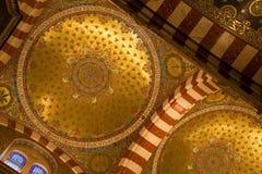 Gouden koepel van de kathedraal van Notre Dame, Marseille Stock Foto