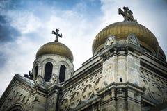 Gouden koepels van de kathedraal van Varna in Bulgarije Stock Afbeeldingen