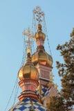 Gouden koepels van de Orthodoxe tempel Royalty-vrije Stock Foto's