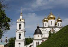 Gouden koepels van Dmitrov het Kremlin Royalty-vrije Stock Afbeeldingen