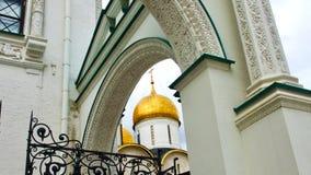 Gouden Koepels van het Kremlin in Rusland Stock Foto's