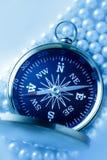 Gouden kompas op parel Royalty-vrije Stock Afbeeldingen
