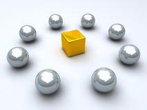 Gouden kubus en staalgebieden Stock Afbeelding