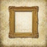 Gouden leeg frame op een grungemuur royalty-vrije stock fotografie